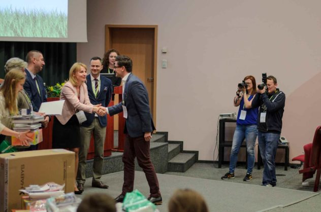 Rozdanie nagród za najlepsze prace. Wiosna z fizjoterapią Joanna Tokarska, Agnieszka Stępień.
