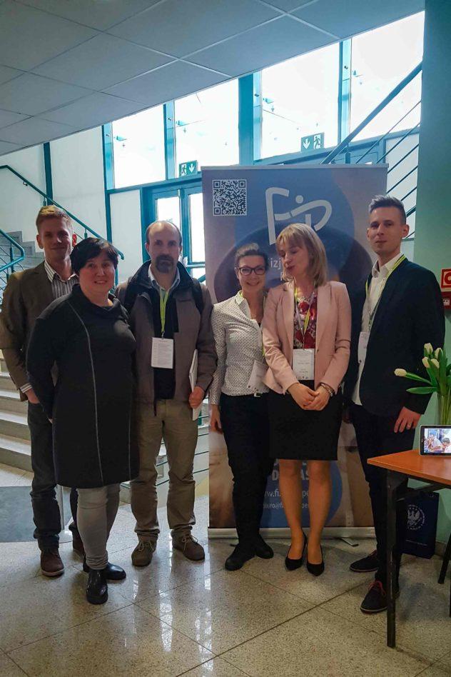 Wiosna z fizjoterapią Od lewej: Iwona Skorupa, Zbigniew Wroński, Joanna Tokarska, Agnieszka Stępień, Adrian Litner
